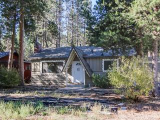 Cozy home in a quiet spot w/enclosed yard - great for family vacations!, South Lake Tahoe