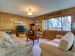 Fantastic Donner Lake home near Lake Tahoe sleeps 14, Truckee