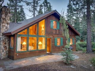 Classic, dog-friendly Lake Tahoe cabin on double lot w/ WiFi & fireplace!