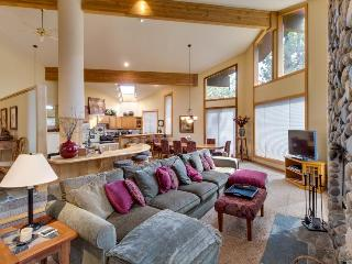 Huge Northstar home with NPOA access, room for 12!, Truckee