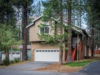 Tasteful home in a quiet neighborhood w/jetted tub, foosball, and more!, South Lake Tahoe