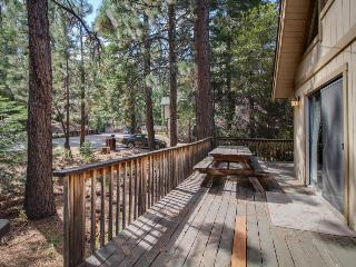 Cozy cabin in a quiet neighborhood; close to attractions