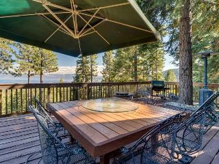 Panoramic lake views, hot tub, game room, beach - dogs welcome!