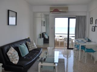 Juliana Seafront Studio - Mackenzie Beach, Larnaca, Larnaka City