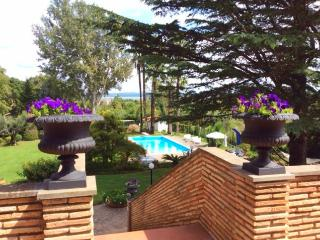 Charme Villa lake view, B&B room & cooking class, Bracciano
