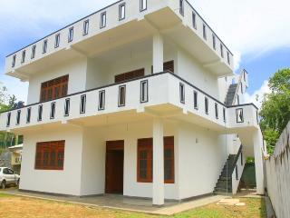 Apartment NUWA, 300m Walk to the Hikkaduwa Beach