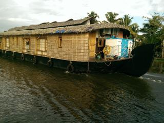 Lake n' Waves Houseboats, Alappuzha