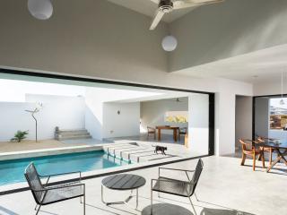 Casa Zelda, 2bd Costa Azul, w/pool