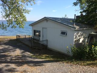 Lakeshore Winery Cottage, Romulus