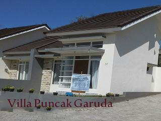 Villa Puncak Garuda For RENT