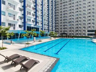 New & Cozy 1 BR Makati w/ Pool (C)
