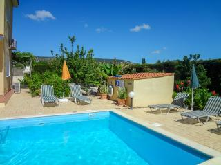 3 bdr/3 bathroom villa in fully grown gardens, Peyia