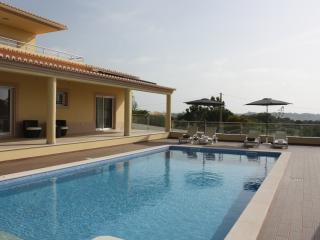 Luxurious Brand New 5 Bedroom Villa, Carvoeiro