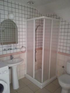 En suite showeroom with Washer Dryer