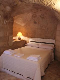 Grotta con letto per 2 ospiti