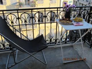 Appartement ensoleillé entouré de balcons, Niza