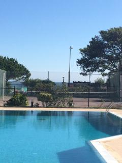 Can you see the sea right in front of the tennis course?