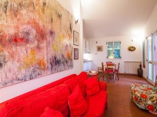 Small villa immersed in the quite of a private magnificent Italian park, Greve in Chianti