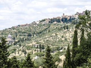 Casa Santa Lucia- stunning position & great view, Cortona