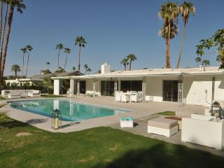 Mid Century Golf Cours Villa in the Highly Desired, Palm Springs