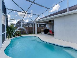 10 miles to Disney; private pool, quiet neighborhood! Snowbirds welcome!