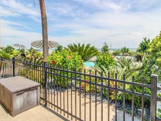 Chic, dog-friendly condo on seawall w/shared pool!