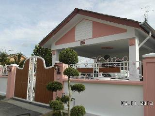 Annie Guest House, Taman Molek