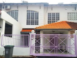 Amour Maison, Ayer Keroh