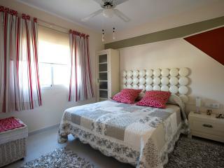 Dormitorio, cama 160 cm.