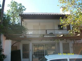 1st floor airy house quiet area,2 km from beaches, Vari