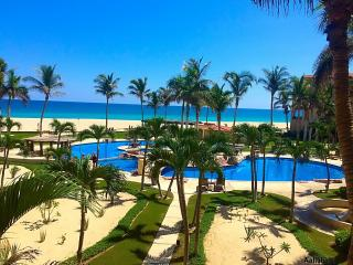 BEST LOCATION & VIEW!! Newly renovated Ocean Front  Condo Las Mananitas 205