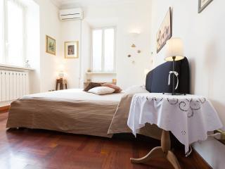 Elegant apartment close to Vatican Museum, Rome