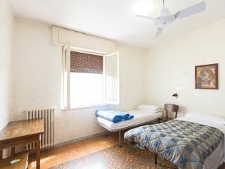 NEAR VATICAN CHEAP CLEAN ROOM FOR 3, Rome