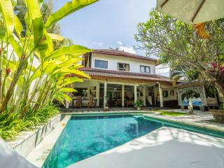 RELIGION, Cozy 3bd Villa, Seminyak, 900m to beach