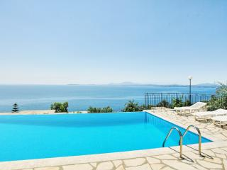 Eleni Studio with shared pool and sea views, Barbati