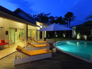 Friendly Tropical Villa Seminyak 6BR
