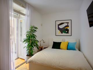 Studio Apartment, Praga