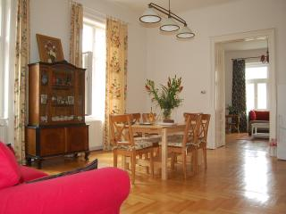 120m2 2 Ensuit Bedroom Apartment  Next Opera House, Budapeste