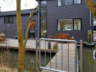 A200/210/211  houseboat, Amsterdam