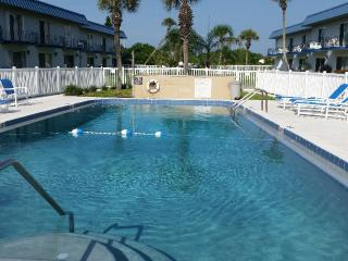 2/2 fully updated beach townhouse with garage