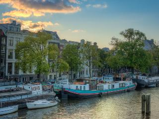 A359 houseboat, Amsterdam
