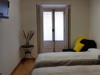 Royal Palace Apartment for Groups 20 pers., Madrid