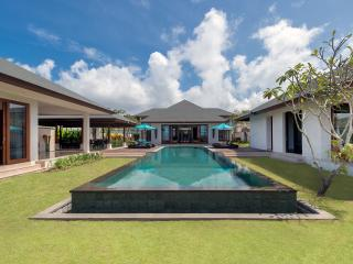 Villa Marie - an elite haven, 6BR, The Bukit