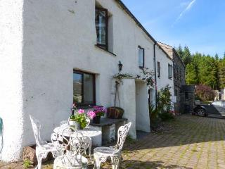 MOSS SIDE FARM COTTAGE, woodburner, hot tub, enclosed garden, pet-friendly, near Broughton-in-Furness, Ref 926679, Broughton in Furness
