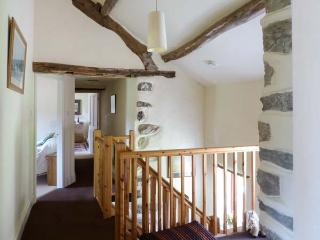 MOSS SIDE FARM COTTAGE, woodburner, hot tub, enclosed garden, pet-friendly, near Broughton-in-Furness, Ref 926679