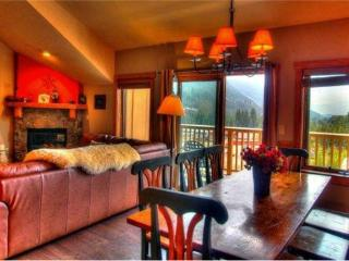 Idyllic 3 BR/3 BA House in Keystone (2317 Red Hawk Lodge 3 bd, 3 bth. Steps to Gondola. 10% off.)