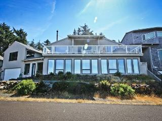 BELLA VISTA~Expansive Ocean Views from every room and Hot tub, Manzanita