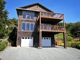 MANZANITA MAGIC~Upper~ MCA# 277~Walkable to town and across from the beach!