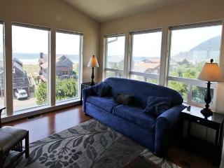MANZANITA MAGIC UPPER~MCA# 277~Walk able to town and across from the beach!