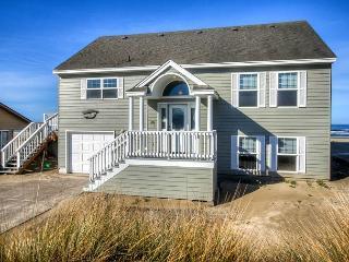 Captain's Quarters -R518  Waldport Oregon ocean front vacation rental